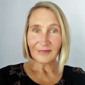 annika profile photo.jpg